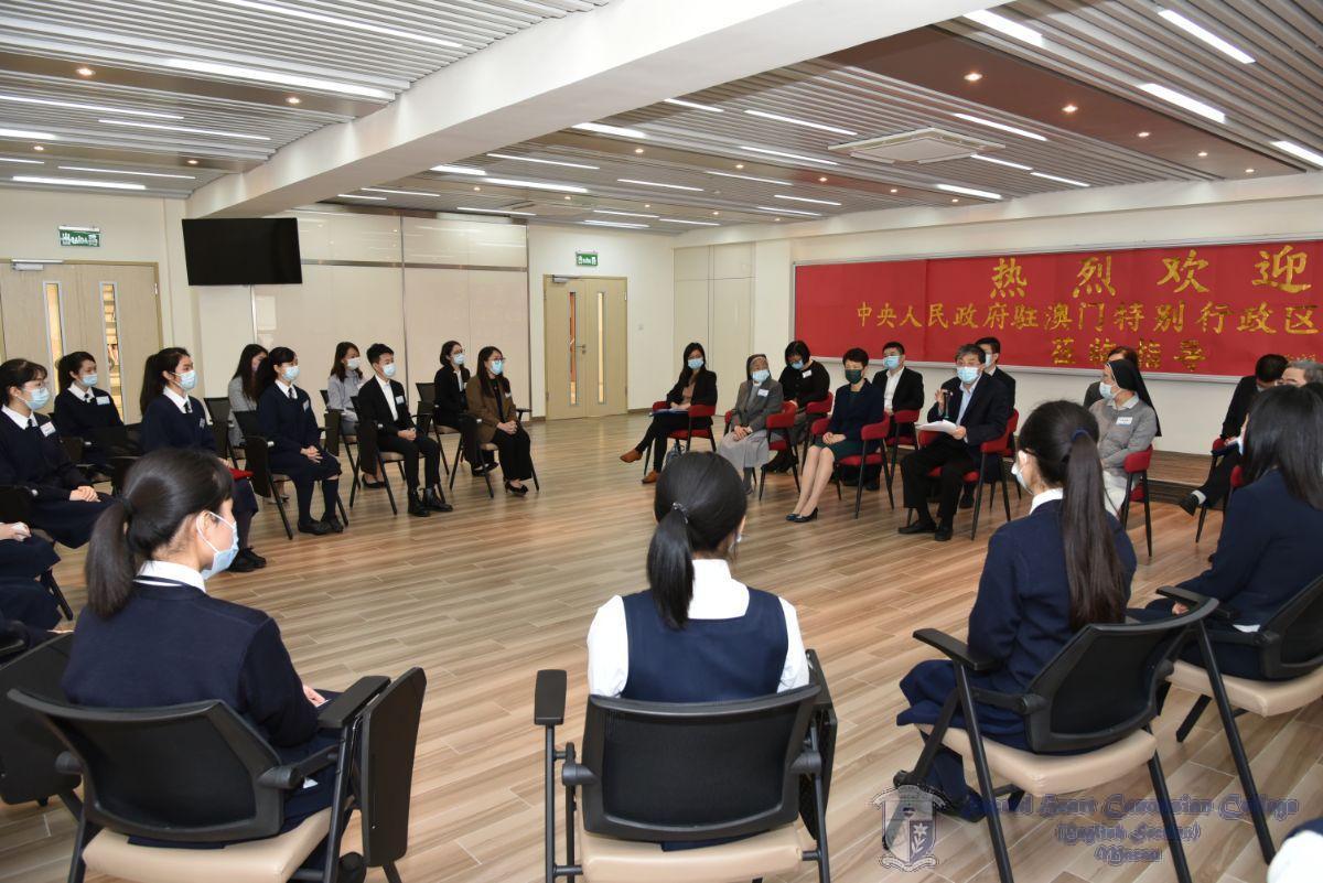 中聯辦嘉賓們與學生代表進行座談