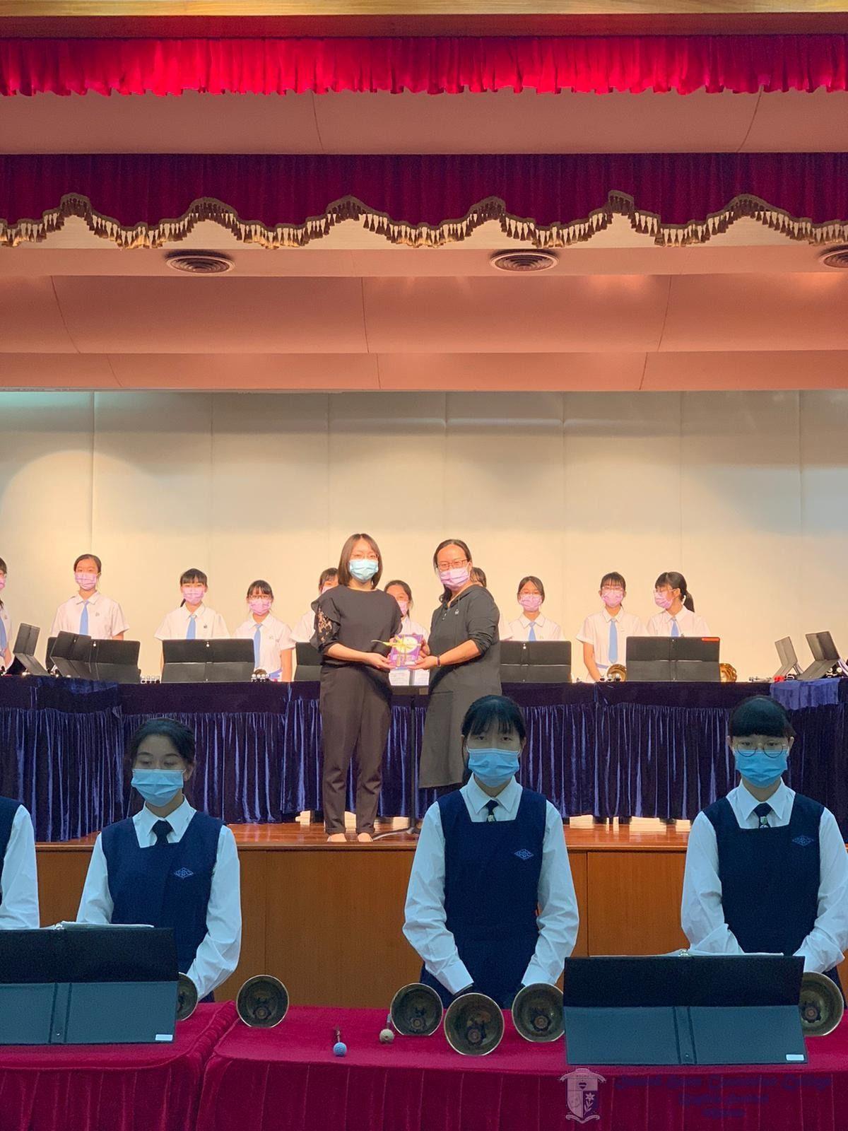 與聖羅撒女子中學中文部大合照