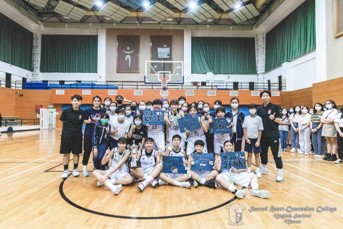 本校中小籃球梯隊成員及教練