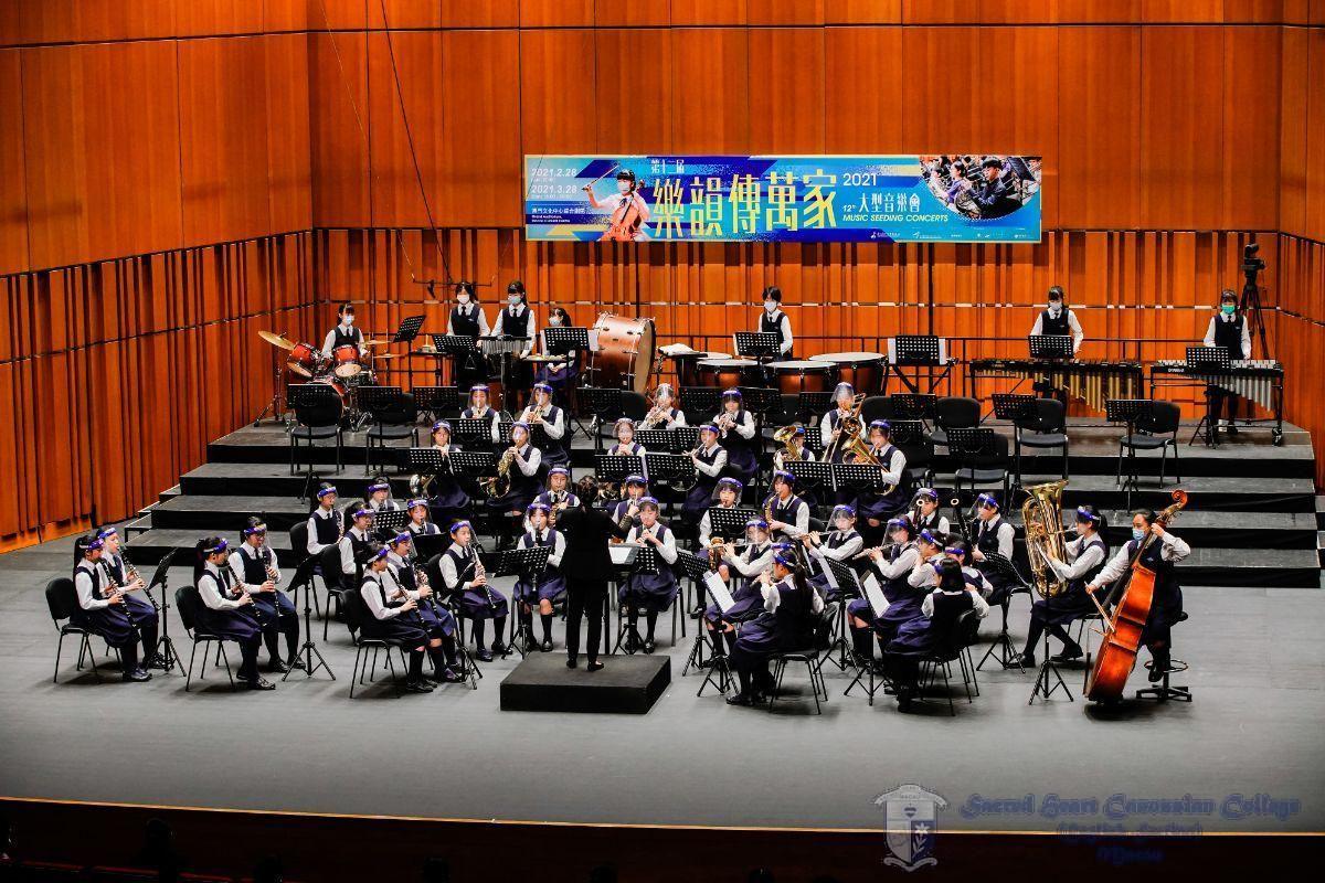 中學管樂團演奏三首電影音樂劇 / At the Movies-The Musicals performed by Secondary Wind Band