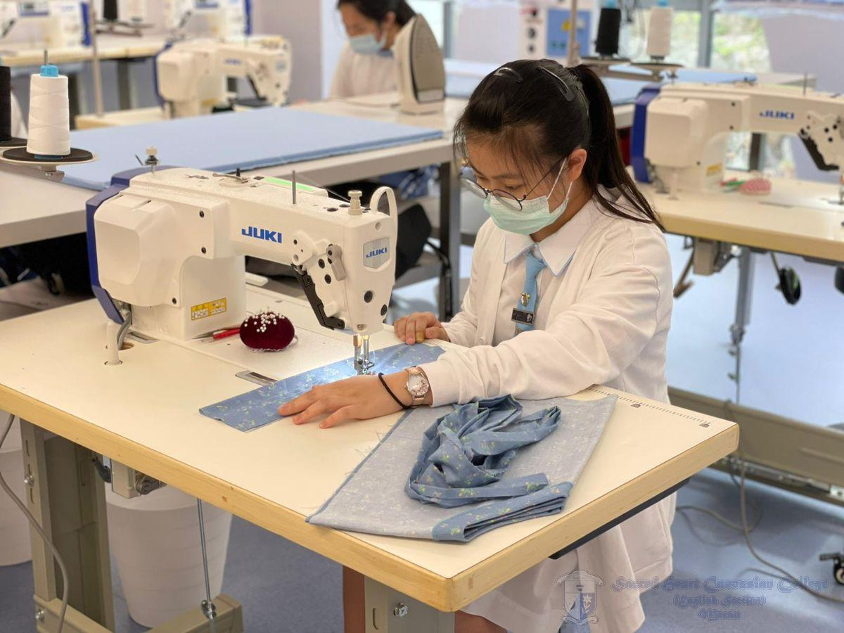 學生親身體驗縫紉衣服