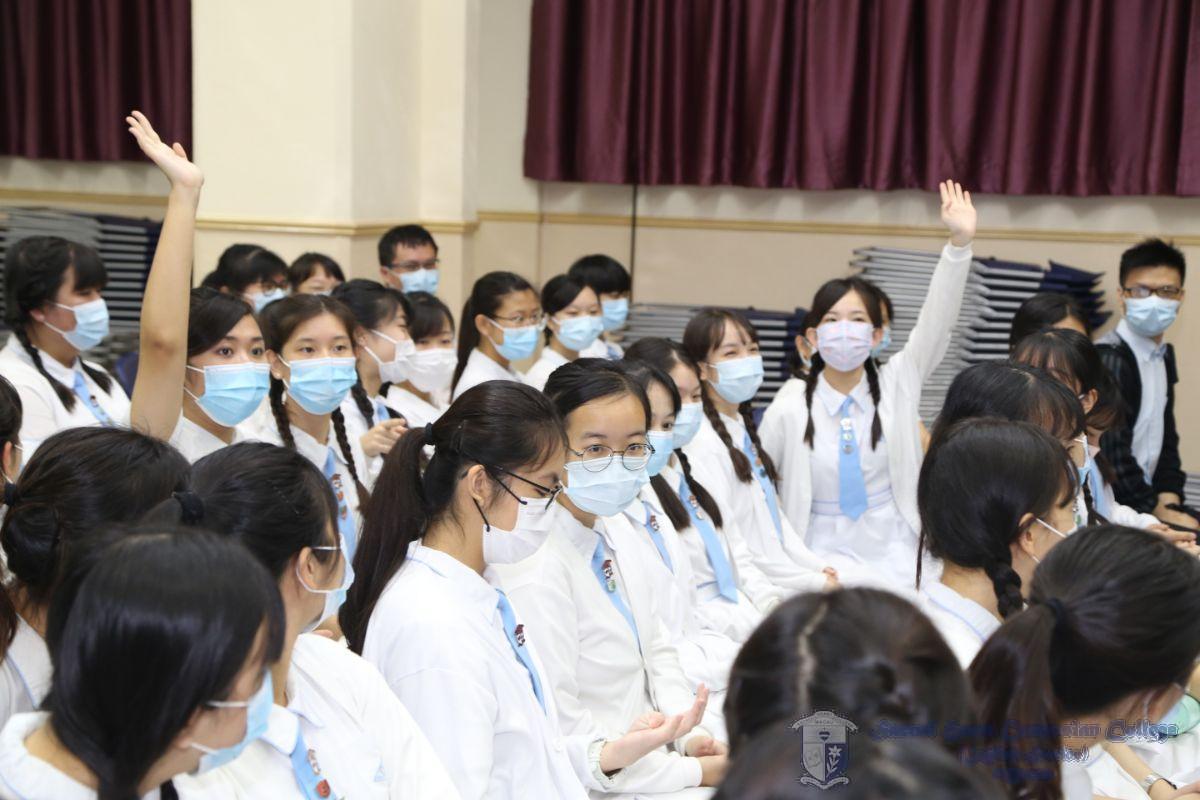 高中同學積極參與問答環節