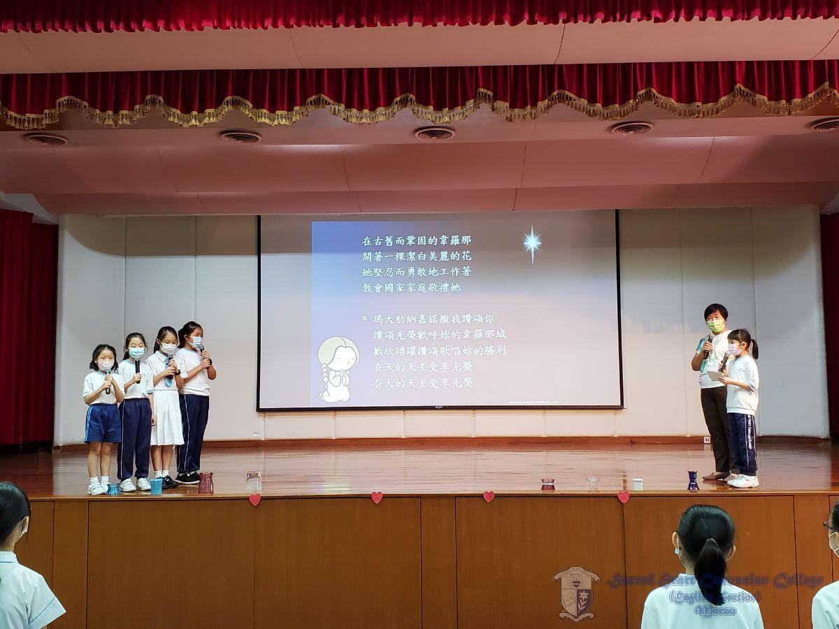 4位天使合唱團的同學帶領同學們頌唱會祖歌