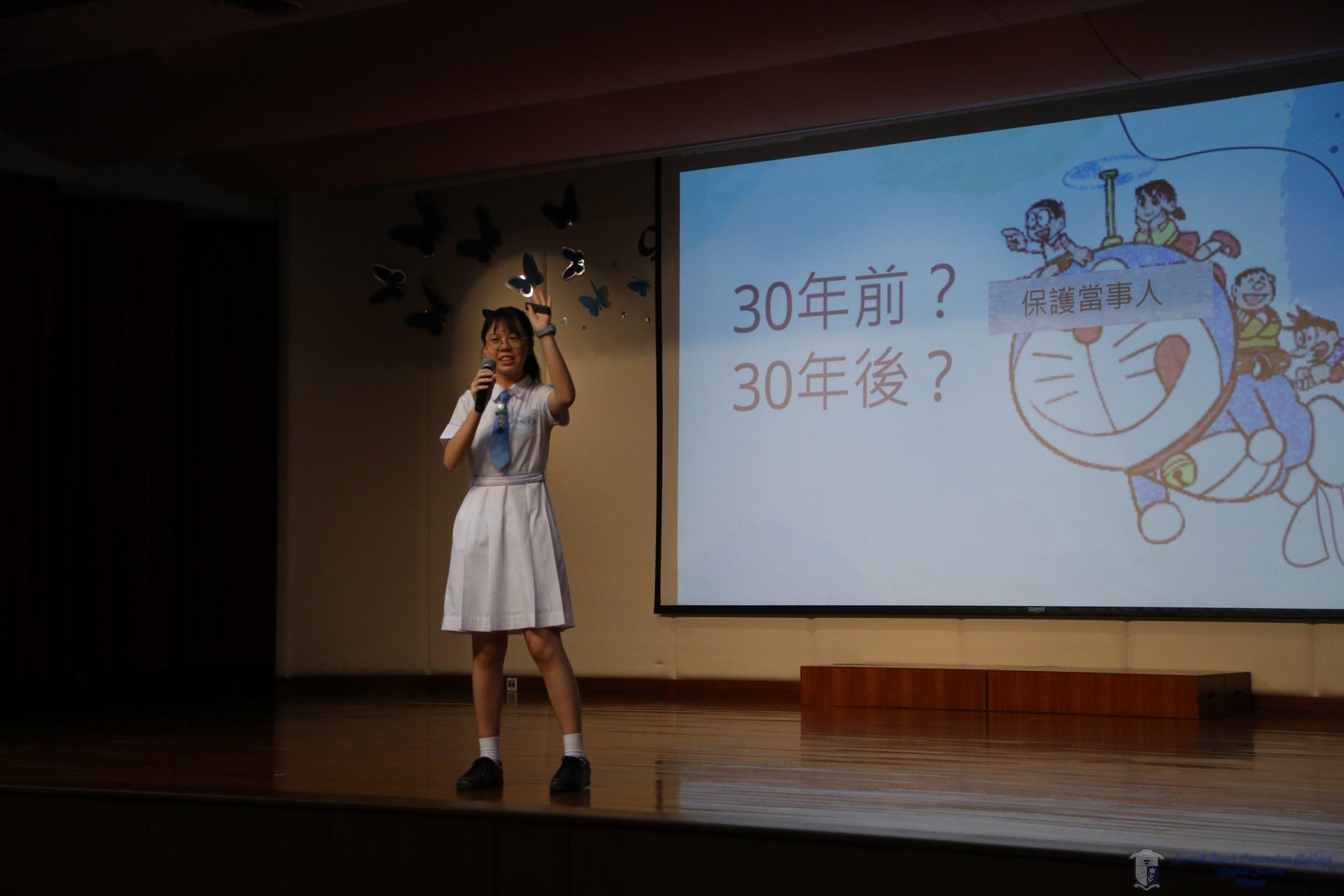 參賽者在演講中與現場同學互動
