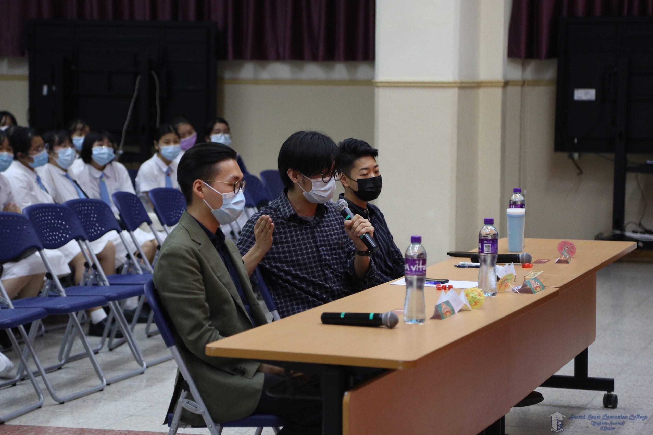 三位演唱比賽的評審(左起)Mr Henry Ip、Mr Anyu Cheung、Ms Carmen Lei為參賽者的表現作點評