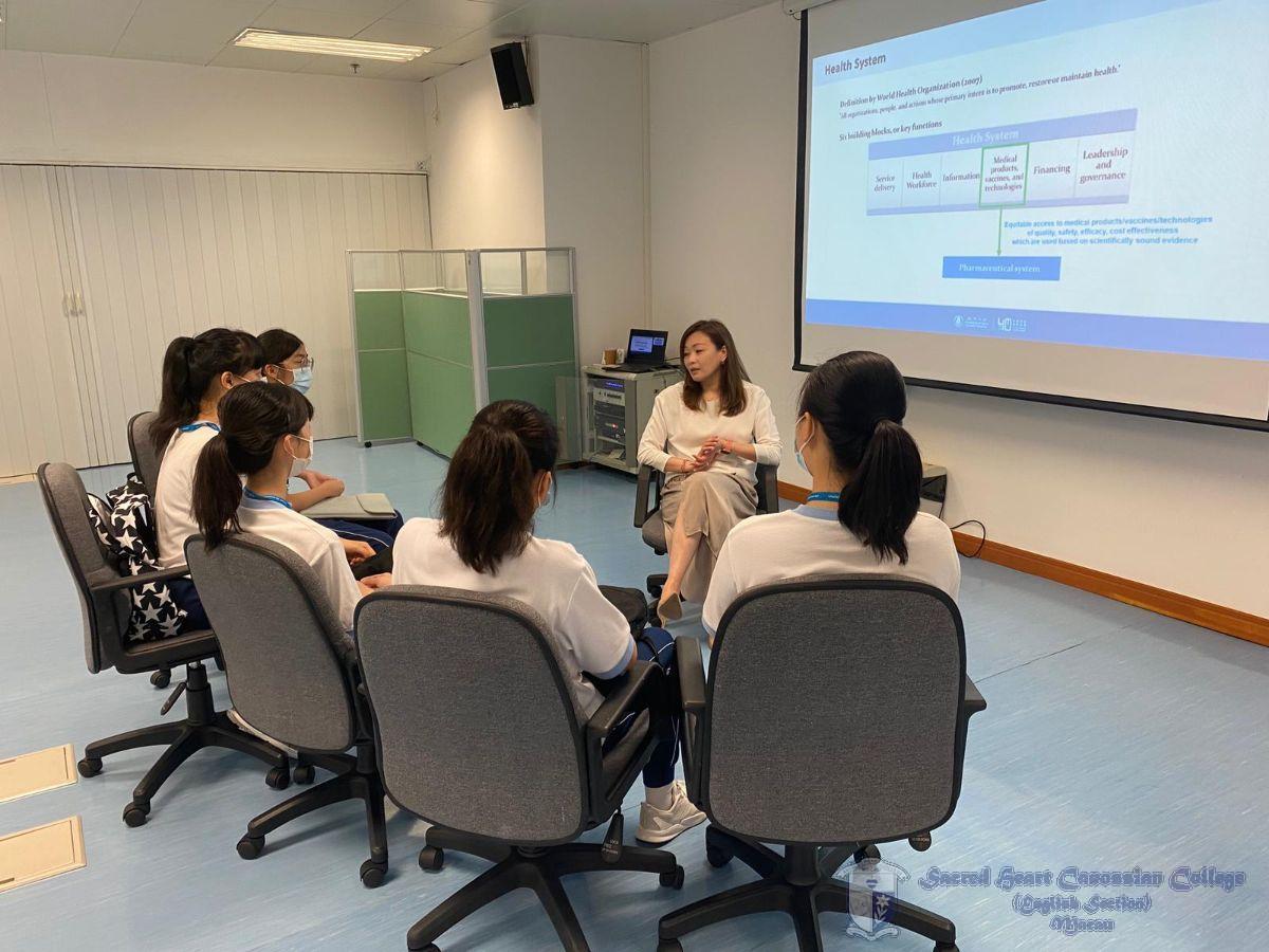 澳門大學中華醫藥學研究院教授與本校學生進行關於腦退化症的研討會。