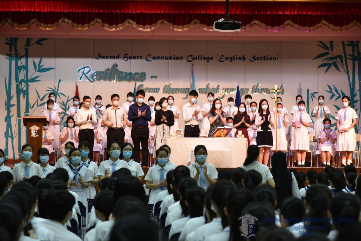 校長及學舍導師見證學生聯會及領袖生之宣誓儀式