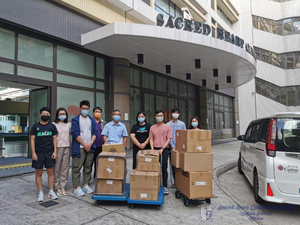 澳門明愛總幹事潘志明先生到校接收本校師生所捐獻之物資
